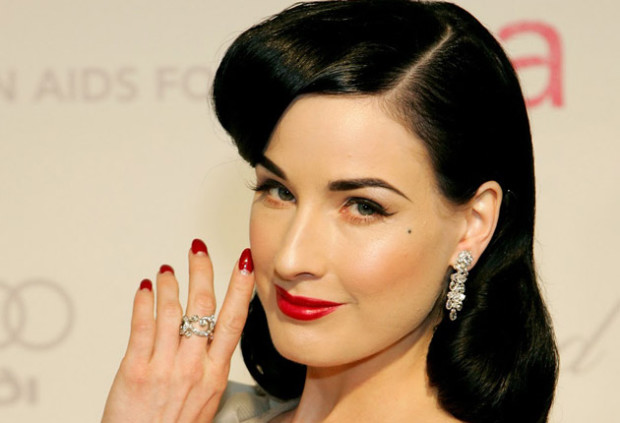 half-moon-dita-nails